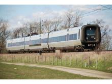 Järnvägssträckan mellan Hässleholm och Kristianstad är en av Sveriges mest trafikerade enkelspåriga järnvägar.