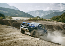 2018_FORD_RANGER_RAPTOR_WILDTRAK_Shot22_34FrontClimbDynamic_04
