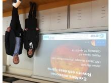 Riksdagsledamot Marie-Louise Hänl Sandström och Anders Larson Sverige chef RUAG Space