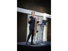 Meg Tivéus talar på kvinnlig nätverksträff hos Grant Thornton