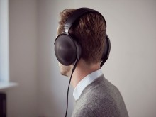 Sony_MDR-Z1R_Lifestyle_01_Signature_Series