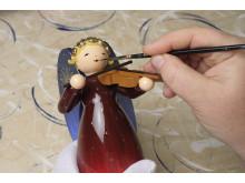 Wendt & Kühn_Die Besucher können zu den Adventsschautagen erleben, wie in meisterlicher Handarbeit kunstvolle Figuren entstehen_Foto_Ruemmler_Fotografie.