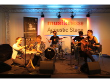 Cinnamon Silence auf der Acoustic Stage