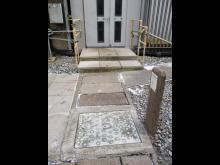 La tenue mecanique de ces tampons beton etant inconnue, ils etaient doncpeu fiables et potentiellement dangereux