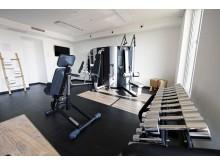 Fitnessstudio mit modernen Geräten