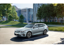 kia_optima_phev_my19_3_4_front_view_14381_85370