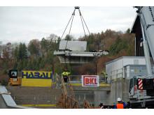 Hochmoderne Turbine im Wasserkraftwerk Baierbrunn eingehoben –  Öko-Energie aus der Isar für rund 700 Haushalte