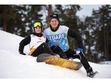 Alla på snö - ledare, barn med snowboard