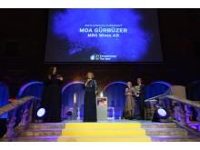 Moa Gürbüzer tar emot priset Årets Kvinnliga Stjärnskott