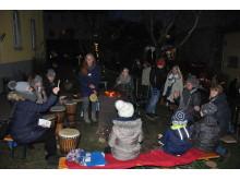 """Wie im Vorjahr können Besucher der Veranstaltung """"Advent in den Höfen"""" im Innenhof der Hephata-Sozialpsychiatrie in Fritzlar unter anderem bei Trommelklängen zuhören und mitmachen."""