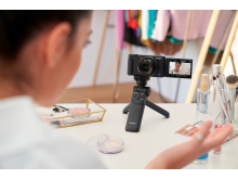 ZV-1_VPT2BT_Tripod_Camerafront_BeautyReviewer-Large