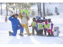 Loa träffar barnen varje dag i något av våra barnskidområden!