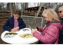 """Autogramme an Fans bei der Tour: Film ab! Auf den Spuren von """"Tierärztin Dr. Mertens"""" - Foto: Isabell Gradinger"""