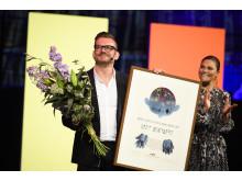 Bild från årets prisutdelning: Bart Moeyaert och kronprinsessan Victoria