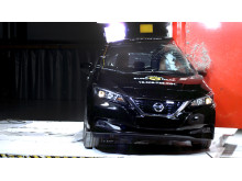 Nissan LEAF pole crash test 2018