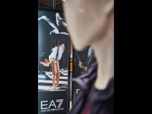 Als Teil einer Multichannel-Kampagne ist die aktuelle Herbst- und Winterkollektion von EA7 auch limitiert im SportScheck-Onlineshop erhältlich.JPG