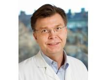 Tomas Jernberg, hjärtläkare som forskar med stöd av Hjärt-Lungfonden. Professor vid Karolinska Institutet och överläkare på Hjärtkliniken vid Danderyds sjukhus.