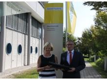 Ursula Jekelius, Leiterin Kommunen und Kooperationen in Oberbayern, und Gazmend Kryeziu, Leiter Netzbau am Netzcenter Kolbermoor, stellten technologische Entwicklungen und klassische Netzbaumaßnahmen vor.