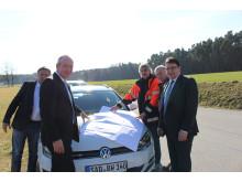 Foto: vl.: Richard Fritsch, Peter Ketterl und Martin Gierl vom Bayernwerk, Bauhofleiter Hans Spandl und Bürgermeister Thomas Falter