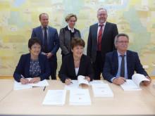 In Krailling unterschrieben die Verantwortlichen den neuen Konzessionsvertrag über den Stromnetzbetrieb im Würmtal.