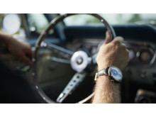 Klockan tillverkas av delar från en gamla Ford Mustang.