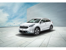 kia_niro_phev_my18__3_4_front_view_(with_16_rims)_11441_63691