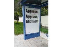 #HappyFirstDay: Zahlreiche Plakate zieren die Münchner Innenstadt und feuern Menschen am ersten Arbeitstag im neuen Job an.