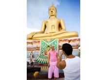 Bangkok byder på mange fotomuligheder – her med både kæresten og Buddha som motiv.