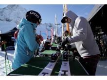 Jeder Ski wird vor dem Test individuell auf Größe, Gewicht und Fahrkönnen der Tester eingestellt.