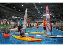Ena Prorrmann, Oliver Ochse, Lena Gravenhorst, Lara-Sophie Riggert und Rasmus Angenendt (v.l.) präsentieren zahlreiche Wassersportarten auf der Beach and Boat Messe Leipzig