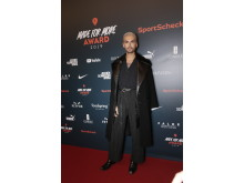 MADE FOR MORE AWARD: Bill Kaulitz auf dem Red Carpet