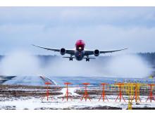 Boeing 787 despegando en nieve