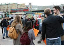 Gymnasister på Masthamnsgatan nedanför Masthuggstorget våren 2019 Bild Göteborgs Stad