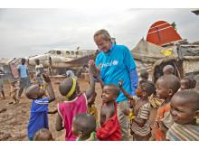 Bjørn Kjos with children in Bangui (1)