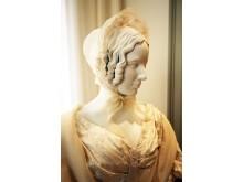 """Mendelssohn-Haus: Ausstellung """"Und wo ist Fanny?"""" - Die Hausherrin in traditioneller Kleidung"""
