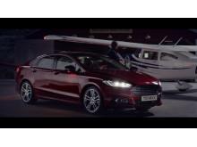 Reklamefilmen til nye Ford Mondeo ble spilt inn på Sandane flyplass med Rob Cohen som regissør