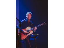 Mats Jenséus – akustisk gitarr och elgitarr