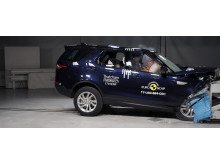 Land Rover Discovery Frontal Offset Impact test 2017