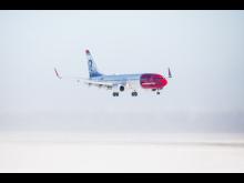 737 aterrizando en paisaje nevado - Jørgen Syversen