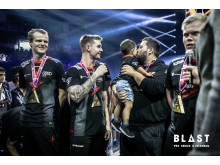 'zonic' and his son celebrating the Astralis win