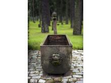 Skogskyrkogården/The Woodland Cemetery: Vattenkar/Water trough