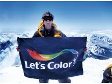 OL-guldvinderen Steve Williams på toppen af Mount Everest for at sprede Let's Color budskabet.