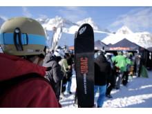 Knapp 50 namhafte Wintersport-Marken stellen ihre Neuheiten und Highlights auf der Testival-Area an der Bergstation Eisgrat vor.
