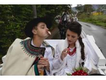 Danusia Rzepka z Brzegów i Paweł Pawlikowski z Małego Cichego właśnie wyszli z kościoła