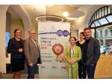 Dr. Skadi Jennicke, Prof. Dr.  Thomas Kuhlisch, Jette Förster, Peggy Jürges und Ronald Krause (v.l.) präsentieren das Louis-Braille-Festival in Leipzig