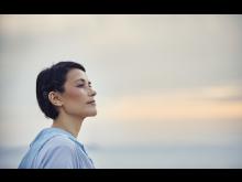 Trägerin mit Cochlear™ Osia® System
