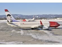Norwegian-flyet LN-NOM står parkert