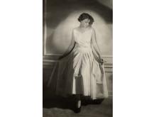 Modell i en ljus klänning, Nordiska Kompaniet 1929