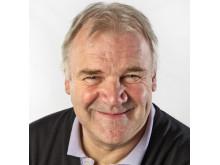 Atle Nielsen (f. 1956) har lang fartstid som journalist og forfatter.