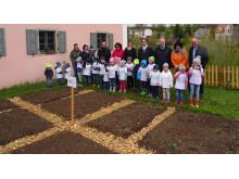 Die Schlaugärtner-Zwerge vom Kindergarten St. Nikolaus kümmern sich nun um den Mühlengarten.